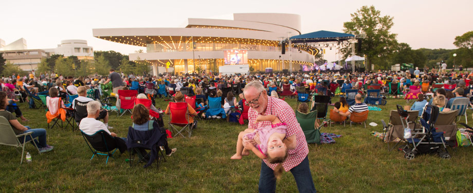 Outdoor concert on the Hancher green (Photo: Tim Schoon)